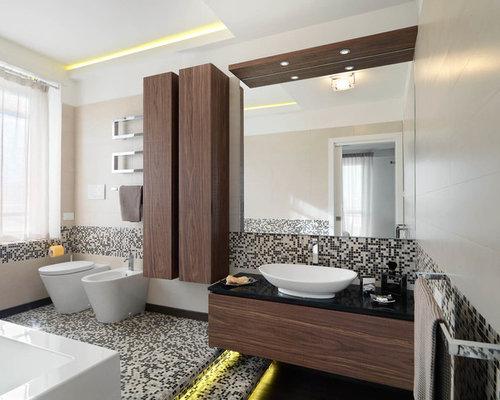 Foto e idee per stanze da bagno stanza da bagno con for Pavimento con mosaico