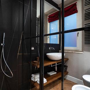 Esempio di una stanza da bagno design con doccia ad angolo, bidè, piastrelle nere, pareti grigie, lavabo a bacinella, top in legno, pavimento marrone e top marrone