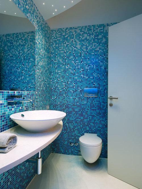 Foto e idee per bagni piccoli con piastrelle blu - Mosaico blu bagno ...
