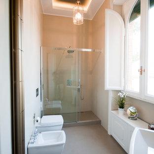 Idee per una grande stanza da bagno padronale minimal con piastrelle beige e pareti beige