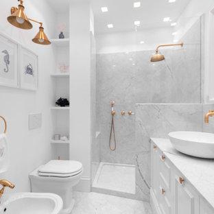 Ispirazione per una stanza da bagno con doccia classica con ante con riquadro incassato, ante bianche, doccia alcova, bidè, piastrelle bianche, lastra di pietra, pareti bianche, lavabo a bacinella, pavimento bianco, doccia aperta, top bianco, due lavabi e mobile bagno incassato