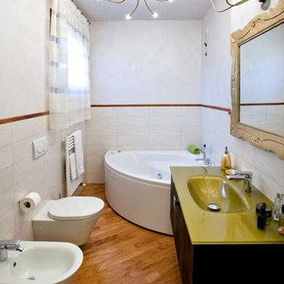 Ispirazione per una stanza da bagno padronale eclettica con lavabo integrato, top in vetro, vasca ad angolo, piastrelle bianche, pareti bianche, pavimento in legno massello medio, ante lisce e ante nere