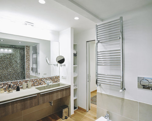 Grande stanza da bagno con piastrelle a mosaico foto idee