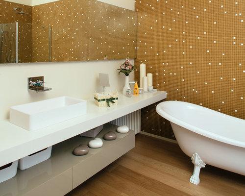 Salle de bain avec une grande vasque et une baignoire sur for Salle de bain avec baignoire sur pied