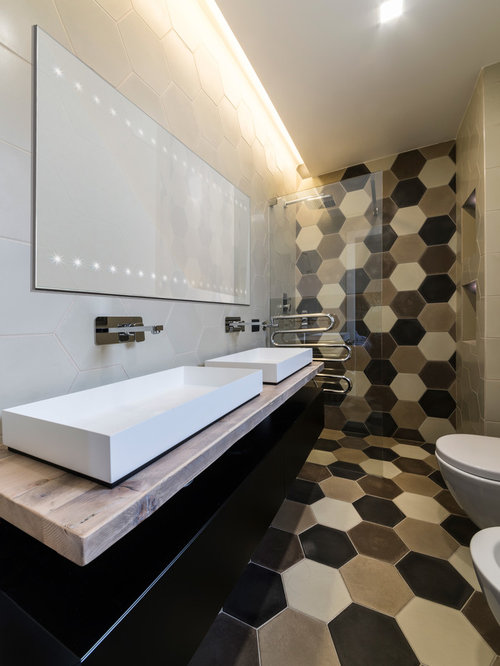 Bagno con pavimento con cementine foto idee arredamento - Piastrelle bagno nere ...