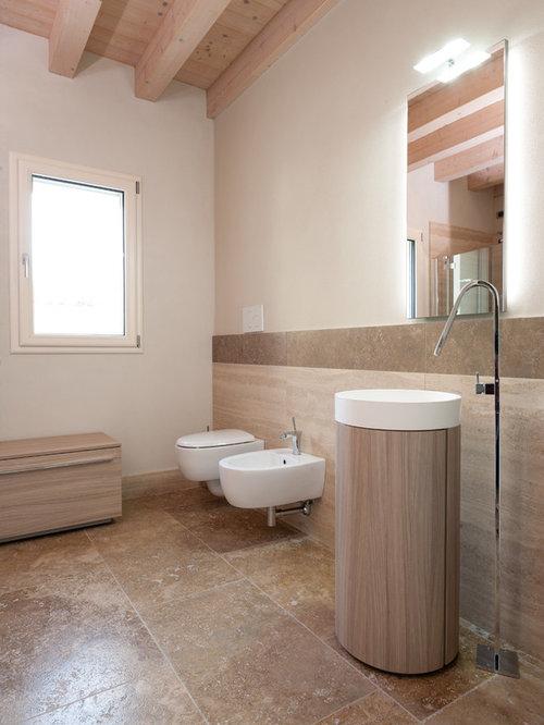 salle d 39 eau moderne avec du carrelage en travertin photos et id es d co de salles d 39 eau. Black Bedroom Furniture Sets. Home Design Ideas