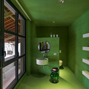 Idee per una stanza da bagno design di medie dimensioni con piastrelle verdi, pareti verdi, lavabo sospeso, pavimento verde e pavimento in cemento