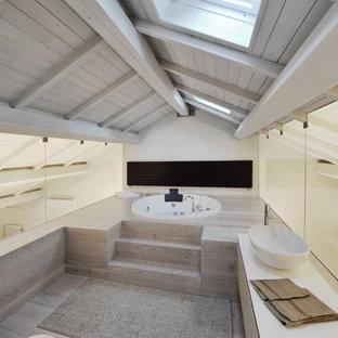 Idéer för att renovera ett mellanstort funkis badrum, med en jacuzzi och ett fristående handfat