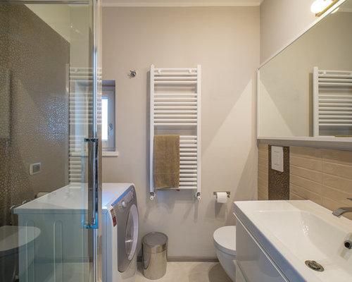foto di una stanza da bagno con doccia design di medie dimensioni con ante lisce