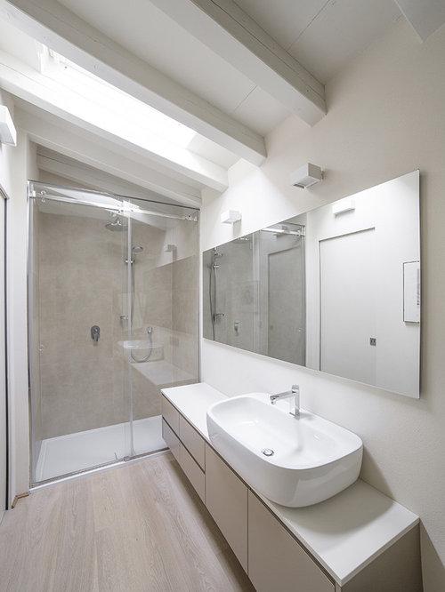 Foto e idee per bagni bagno - Piastrelle grigie bagno ...