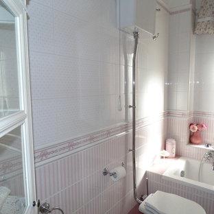 Foto di una stanza da bagno padronale shabby-chic style di medie dimensioni con ante di vetro, ante bianche, vasca da incasso, WC a due pezzi, piastrelle rosa, piastrelle in ceramica, pareti multicolore, pavimento in gres porcellanato, lavabo a colonna e pavimento rosa