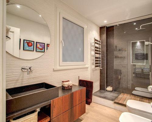 Bagno Beige E Marrone : Stanza da bagno con doccia con pareti marroni foto idee