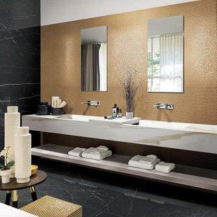 Ejemplo de cuarto de baño principal, minimalista, de tamaño medio, con puertas de armario blancas, baldosas y/o azulejos amarillos, baldosas y/o azulejos de porcelana, paredes blancas, suelo de baldosas de porcelana, lavabo integrado, encimera de azulejos, suelo negro y encimeras blancas