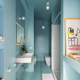 Неиссякаемый источник вдохновения для домашнего уюта: маленькая ванная комната в скандинавском стиле с душем в нише, биде, белой плиткой, керамической плиткой, душевой кабиной, раковиной с несколькими смесителями и шторкой для душа