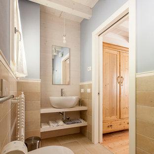 Foto di una stanza da bagno chic di medie dimensioni con nessun'anta, ante in legno chiaro, piastrelle beige, lastra di pietra, lavabo a bacinella e top in legno