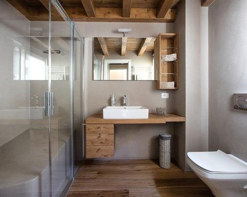 Foto di una grande stanza da bagno rustica con ante lisce, ante in ...