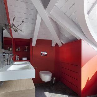 Idee per una stanza da bagno padronale contemporanea di medie dimensioni con WC sospeso, pareti rosse, pavimento con piastrelle in ceramica, top in superficie solida, pavimento grigio, top bianco, ante in legno chiaro, lavabo integrato, due lavabi, mobile bagno sospeso, soffitto in perlinato e soffitto a volta