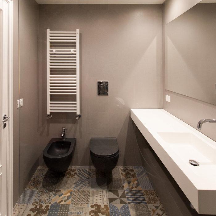 Foto di una stanza da bagno design con pavimento con piastrelle in ceramica e pavimento multicolore