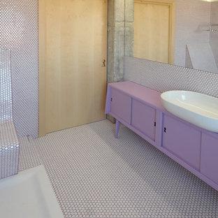 Идея дизайна: ванная комната в современном стиле с фиолетовыми фасадами, плиткой мозаикой, душевой кабиной и фиолетовой столешницей