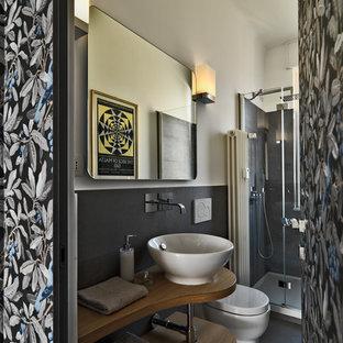 Ispirazione per una piccola stanza da bagno con doccia contemporanea con piastrelle grigie, piastrelle in gres porcellanato, top in legno, pareti bianche, pavimento in gres porcellanato, lavabo a bacinella, pavimento grigio, doccia alcova, porta doccia a battente e top marrone