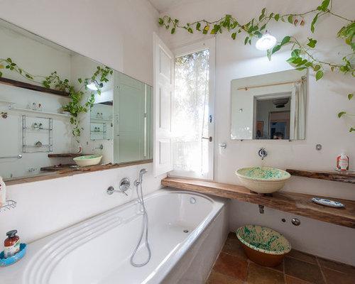 Stanza da bagno mediterranea con piastrelle arancioni foto idee