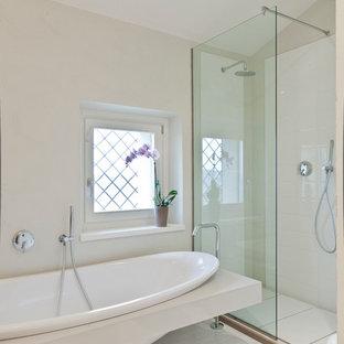 Ispirazione per una stanza da bagno padronale minimal di medie dimensioni con doccia aperta