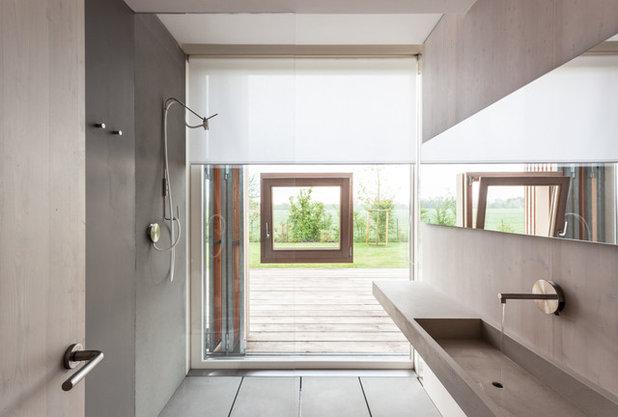10 brillanti esempi di progetti con una finestra nella doccia