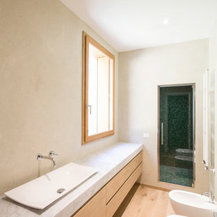 This is an example of a scandinavian bathroom in Milan.
