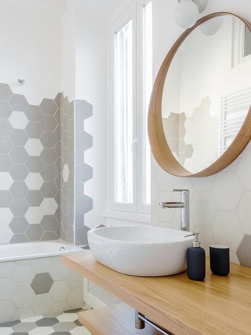 Bagno con top in legno foto idee arredamento - Piastrelle grigie bagno ...