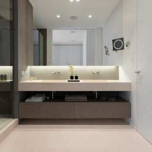 Esempio di una stanza da bagno minimal con nessun'anta, pareti grigie, lavabo integrato, pavimento beige e top beige