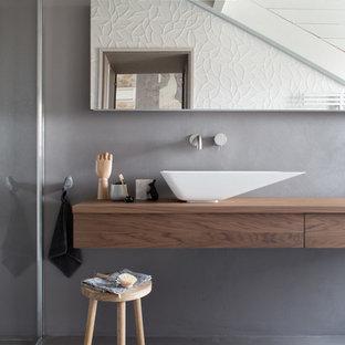 Idee per una stanza da bagno nordica con ante lisce, ante in legno scuro, pareti grigie e lavabo a bacinella