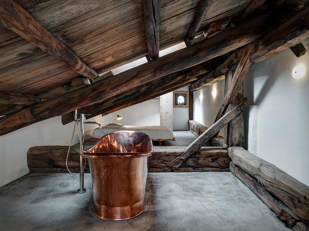 Rustic Bathroom by Marcello Mariana