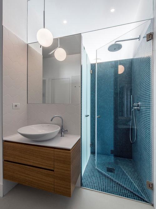 Stanza da bagno con piastrelle verdi foto idee arredamento for Stanza da bagno