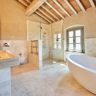 Ispirazione per un'ampia stanza da bagno mediterranea