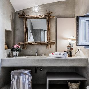 Idee per una stanza da bagno con doccia mediterranea di medie dimensioni con ante grigie, piastrelle grigie, lavabo integrato, pavimento grigio, top grigio, nicchia e mobile bagno sospeso