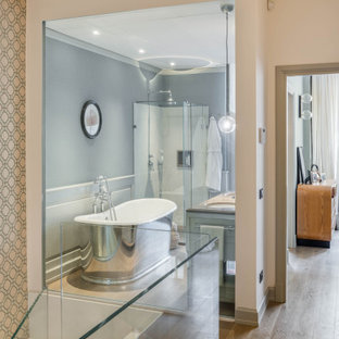 Example of a mid-sized eclectic master light wood floor and beige floor bathroom design in Florence with recessed-panel cabinets, blue walls, an undermount sink, marble countertops, a hinged shower door and gray cabinets