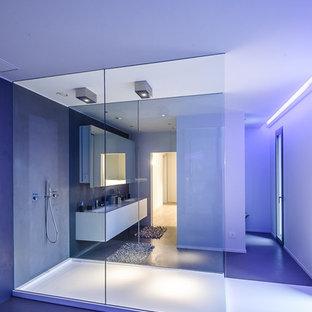 Diseño de cuarto de baño contemporáneo, grande, con armarios con paneles lisos y puertas de armario blancas