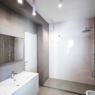 Immagine di una stanza da bagno con doccia design con ante lisce, ante bianche, piastrelle grigie, lavabo integrato, pavimento grigio, top bianco, doccia ad angolo, pareti rosa e doccia aperta