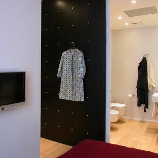 Photo of a modern bathroom in Milan.