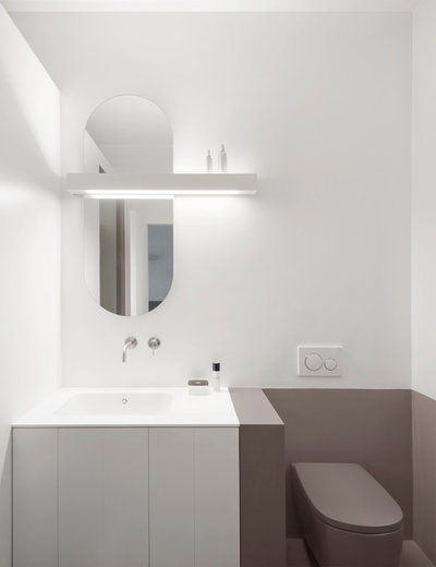Moderno Stanza da Bagno by gosplan architects
