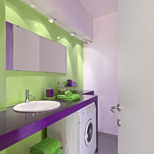 На фото: ванная комната в современном стиле с фиолетовыми фасадами, зелеными стенами, душевой кабиной, накладной раковиной, серым полом и фиолетовой столешницей с