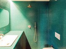 20 esempi di bagni con piastrelle grigie