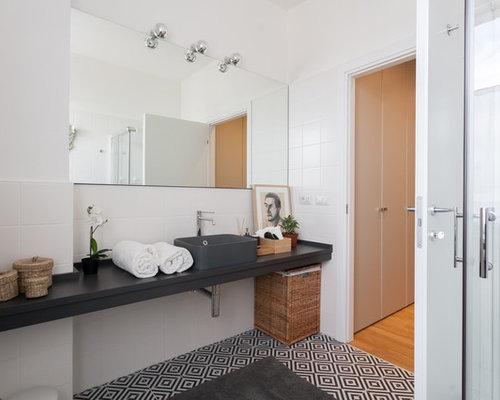 Stanza da bagno classica con ante nere foto idee arredamento