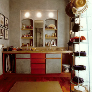 MILANO: Appartamento con richiami classici e forti cromatismi materici