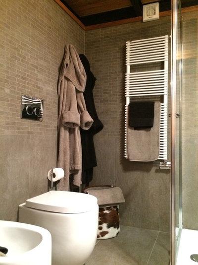 Modern Badezimmer by Design Alpino
