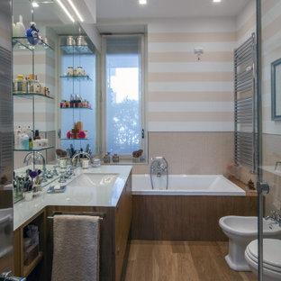 Idee per una stanza da bagno padronale contemporanea di medie dimensioni con ante lisce, ante in legno scuro, vasca da incasso, piastrelle beige, pareti multicolore, lavabo sottopiano, pavimento marrone, top grigio, un lavabo e mobile bagno incassato