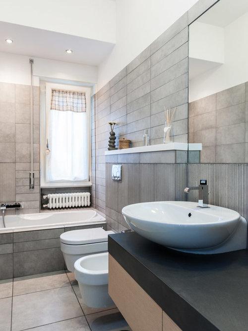 Doccia con finestra foto e idee houzz for Finestra bagno