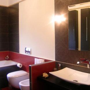 Imagen de cuarto de baño de estilo zen, de tamaño medio, con armarios con paneles lisos, bañera encastrada, sanitario de pared, baldosas y/o azulejos marrones, baldosas y/o azulejos de porcelana, paredes rojas, suelo de baldosas de porcelana, lavabo sobreencimera, encimera de laminado, suelo marrón, encimeras marrones y puertas de armario de madera en tonos medios