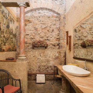 Ispirazione per una stanza da bagno mediterranea con top in marmo, piastrelle in pietra, lavabo a bacinella, pavimento multicolore e top multicolore