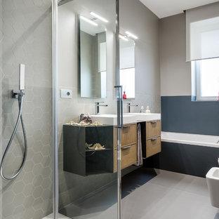 Immagine di una piccola stanza da bagno con doccia contemporanea con piastrelle beige, piastrelle a mosaico, pareti beige, pavimento in gres porcellanato e pavimento beige